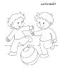 bambini giocano palla